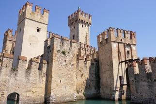 castle-1490694_1920