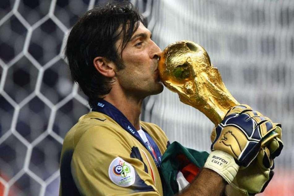 2006-Buffon-bacia-la-Coppa-1024x684.jpg