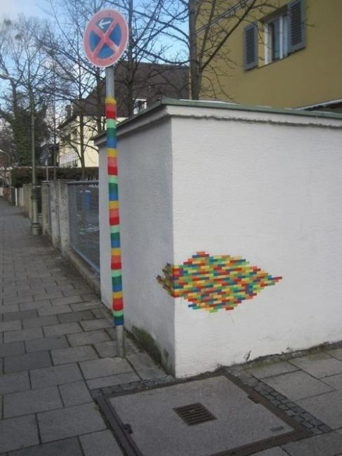 f78c282693a0bcc3b856abdb1e9edf22--strange-art-art-yarn